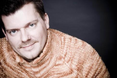 Beekman---Portrait-im-Pullover-(c)-Marco-Borggreve